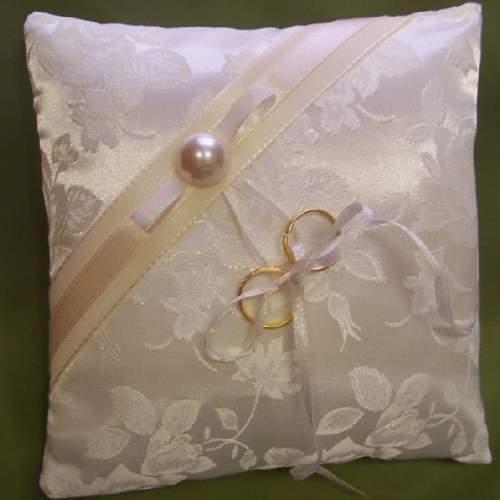 esküvői gyűrűpárna - rózsás