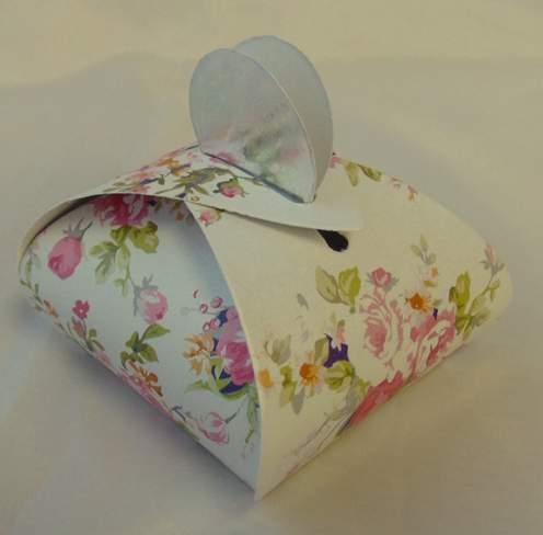 vendégajándék dobozka - rózsa mintás