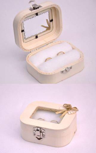 esküvői gyűrűtartó - ablakos