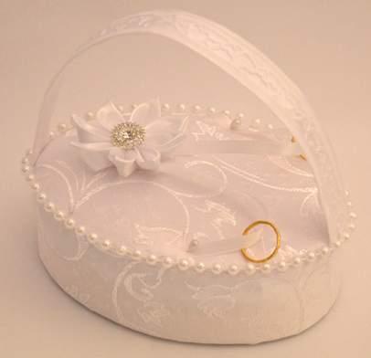 esküvői gyűrűtartó - fehér, indamintás