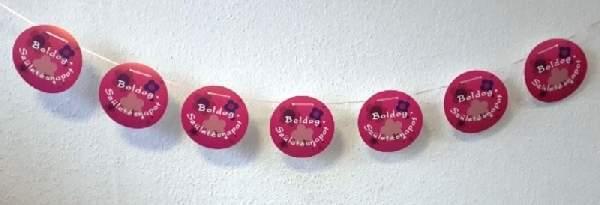 Boldog születésnapot füzér, buborékos,rózsaszín (4,6 m x 15 cm)