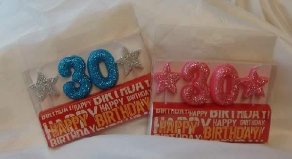 évszámos, csillámos születésnapi gyertya 30. (rózsaszín vagy kék színben)